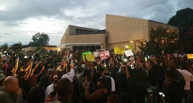 Protesters after the police shooting of Keith Lamont Scott in Charlotte, North Carolina on September 21, 2016. Photo credit: Travis Jones